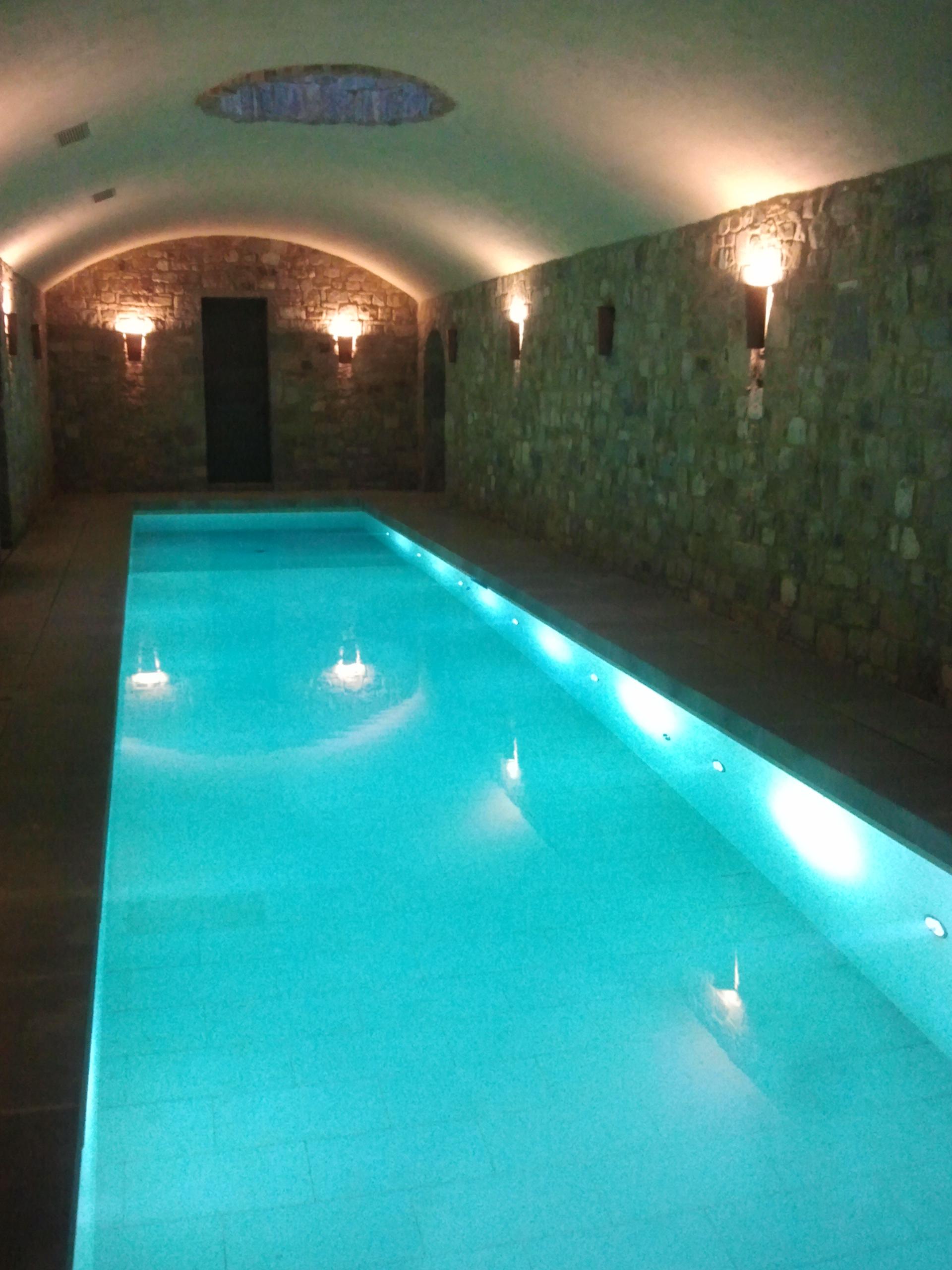 Richiesta preventivo piscina interrata prezzi piscine toscana - Piscina interna casa prezzi ...
